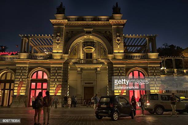 a newly renovated and illuminated historic building on miklos street,budapest. - emreturanphoto stock pictures, royalty-free photos & images