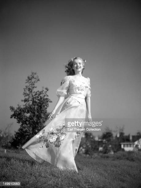 Newly signed 20th CenturyFox contract girl Marilyn Monroe poses for a portrait in 1947 in Los Angeles California