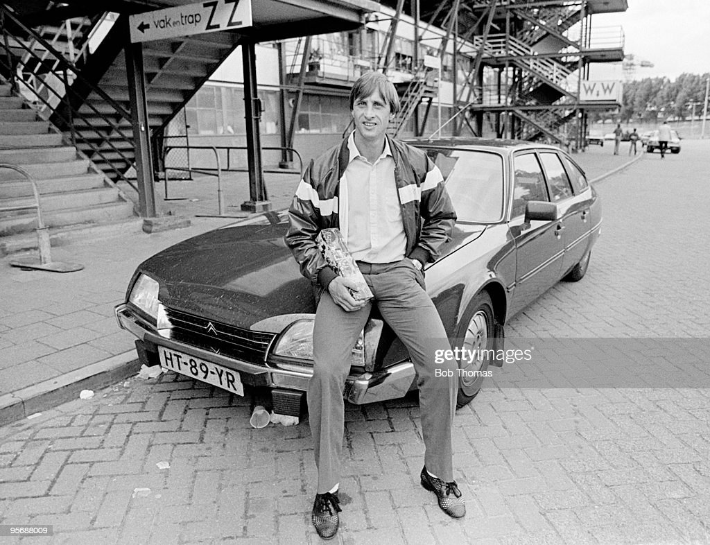 Newly signed Johan Cruyff of Feyenoord with his car outside De Kuip in Rotterdam on 6th August 1983. (Photo by Bob Thomas/Getty Images).