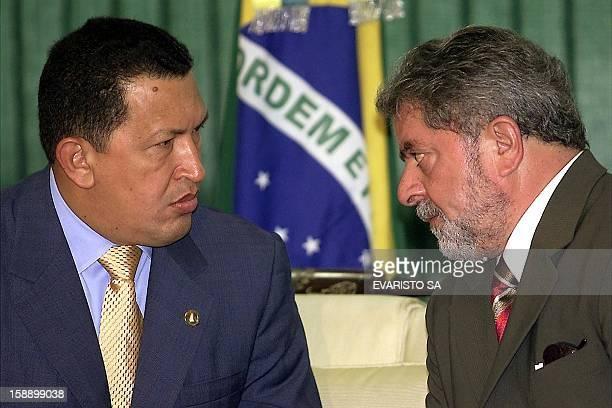 Newly sworn-in president Luiz Inacio Lula da Silva speaks with Venezuelan President Hugo Chavez 02 January, 2003 at the Palacio de Planalto, in...