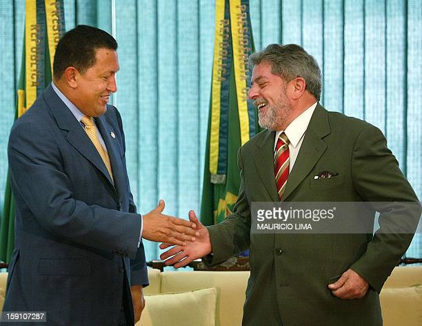 Newly swornin president Luiz Inacio Lula da Silva speaks with Venezuean President Hugo Chavez 02 January 2003 at the Palacio de Planalto in Brasilia...