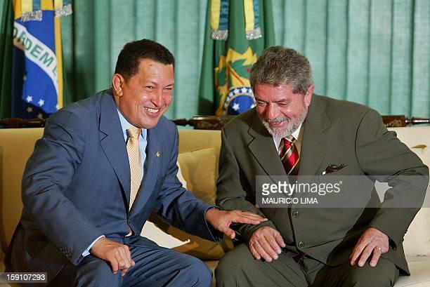 Newly sworn-in president Luiz Inacio Lula da Silva speaks with Venezuean President Hugo Chavez 02 January, 2003 at the Palacio de Planalto, in...