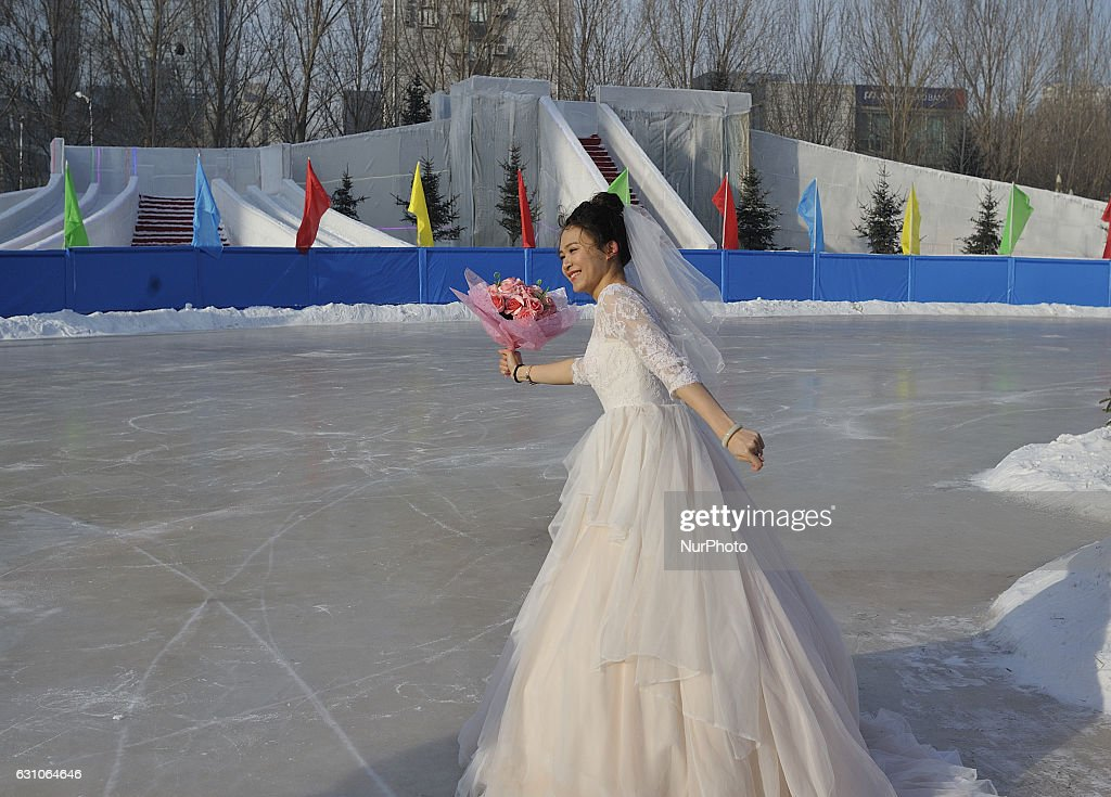 Mass Wedding Ceremony of Ice and Snow in China : News Photo