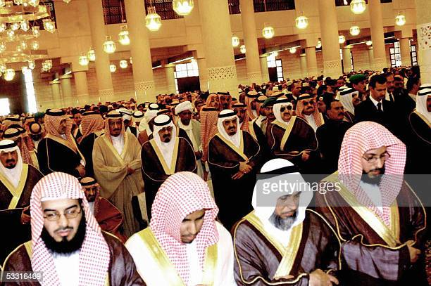Newlyanointed Saudi King Abdullah prays during the funeral of late King Fahd at the Imam Turki bin Abdullah mosque in Riyadh 02 August 2005 Fahd died...