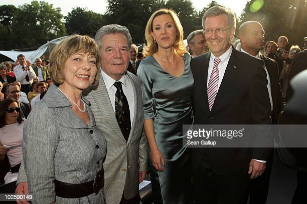 Newlyelected German President Christian Wulff and his wife First Lady Bettina Wulff chat with his former rival candidate for president Joachim Gauck...