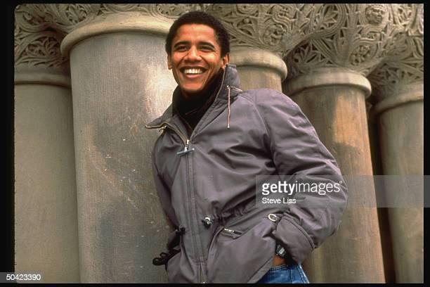 Newlyelected pres of HARVARD LAW REVIEW law student former community program dir Barack Obama