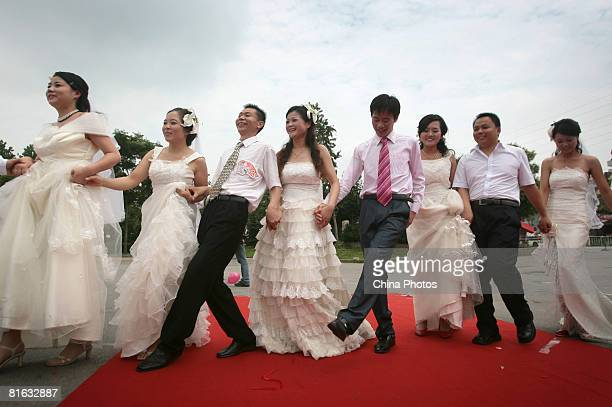Newlywed couples dance during a collective wedding ceremony at the Xuanwu Lake Park on June 19 2008 in Nanjing of Jiangsu Province China About 29...