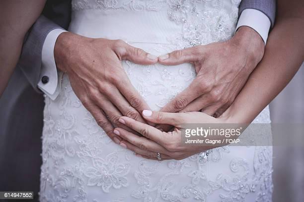 newlywed with pregnant bride - trauung stock-fotos und bilder