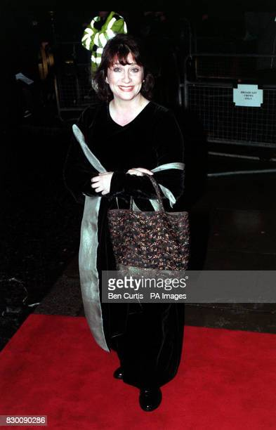News 27/10/98 ACTRESS CAROLINE QUENTIN, WHO STARS IN TELEVISION PROGRAMME 'JONATHAN CREEK', ARRIVES AT THE ROYAL ALBERT HALL IN LONDON FOR THE...