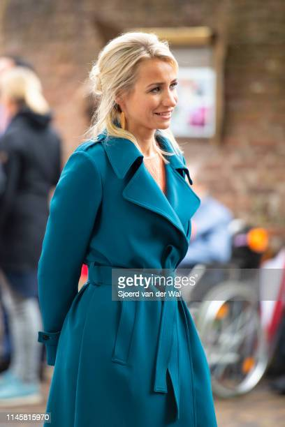News anchor of the NOS Dionne Stax waiting for the arrival of the Royal Family on April 27 2019 in Amersfoort Netherlands Dionne Stax is one of the...