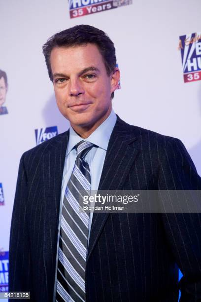 News host Shepard Smith poses on the red carpet upon arrival at a salute to FOX News Channel's Brit Hume on January 8 2009 in Washington DC Hume was...