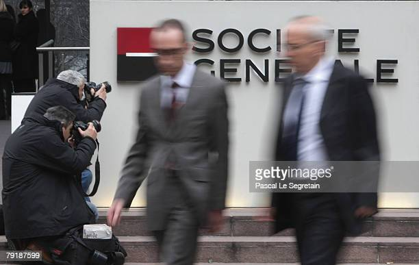News photographers take pictures of the corporate logo of Societe Generale Bank at the bank's headquarters on January 24 2008 in La Defense Fraud by...