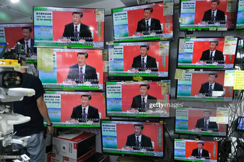 Public Screens as China's Leader Xi Jinping Delivers Speech in Shenzhen : News Photo