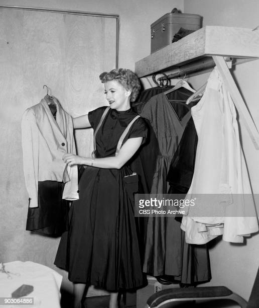 News reports from the 1952 Republican National Convention Chicago Illinois July 11 1952 Pictured is Westinghouse spokesmodel Betty Furness getting...