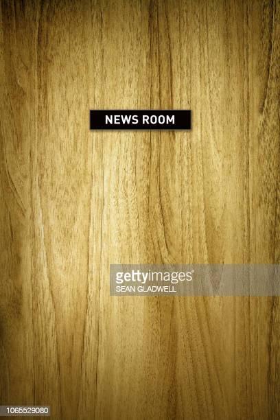 news room - salle de presse photos et images de collection