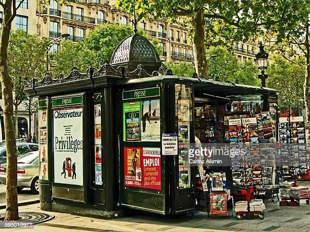 news stand at avenue des champs elysees - news stand stock pictures, royalty-free photos & images