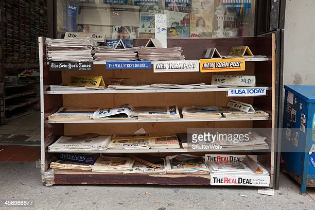 news stand - kiosk stock pictures, royalty-free photos & images