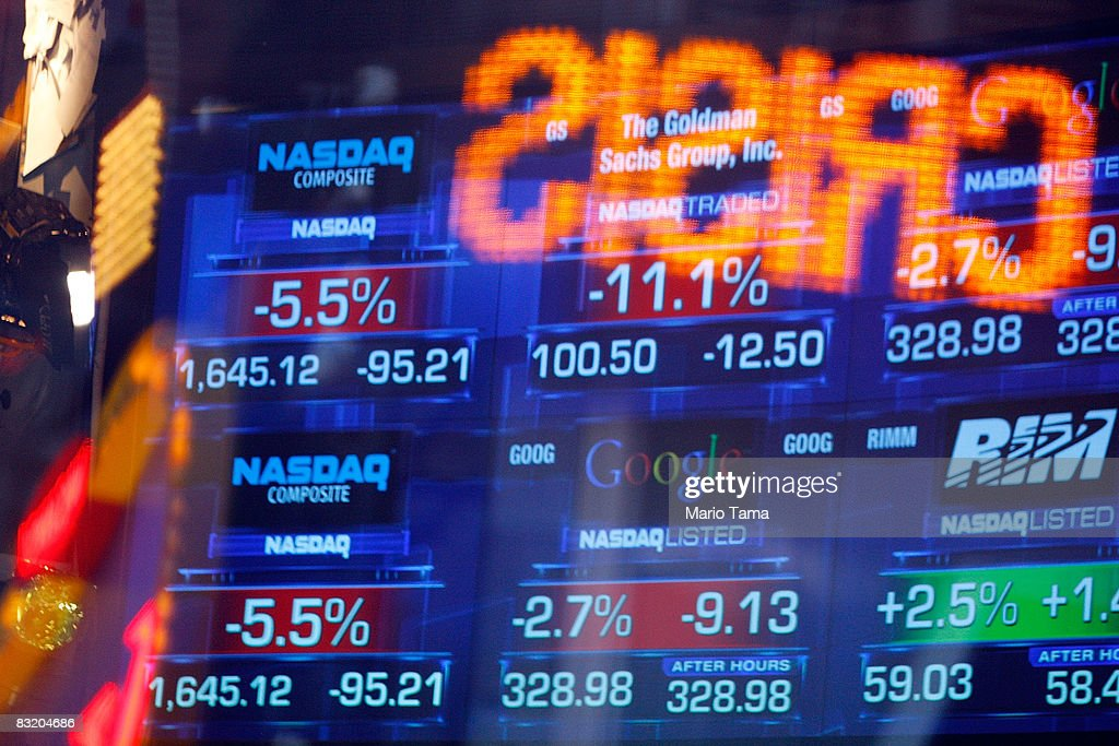 Dow Loses 678 Points, Closing Below 8,600 : News Photo