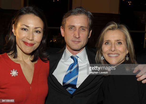 """News' Today news anchor Ann Curry, media personality Dan Abrams, and co-host of NBC Today Show Meredith Vieera attend the launch of """"Mediaite"""" at The..."""