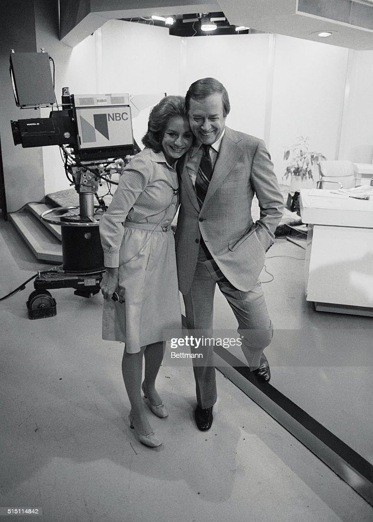 Barbara Walters Receiving a Good bye Hug : ニュース写真