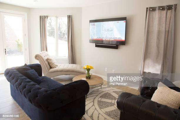 Newscaster Harris Faulkner's home is photographed for Closer Weekly Magazine on March 22 2017 in northern New Jersey Family room with a 65inch...