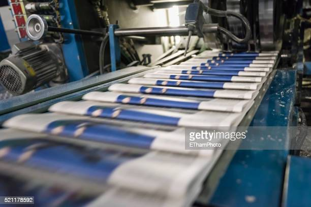 newspaper production at tamedia zurich printing plant - 印刷機 ストックフォトと画像