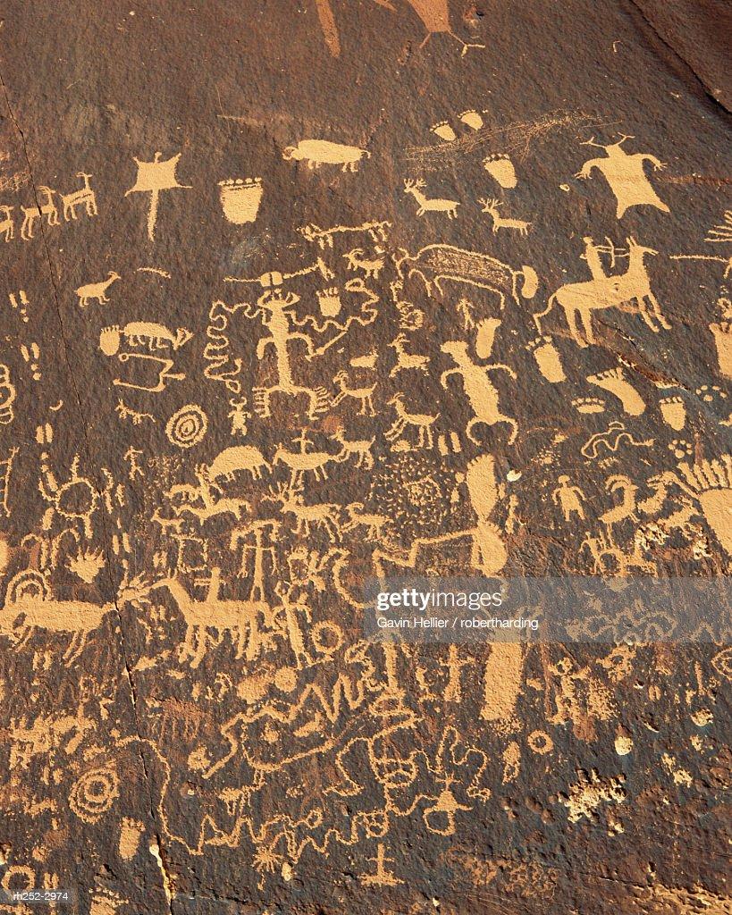 Newspaper Rock petroglyphs, Newspaper Rock State Park, Utah, USA, North America : Foto de stock