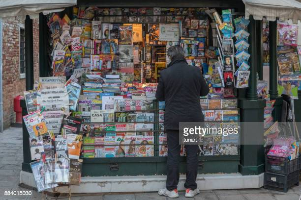 newspaper store in venice, italy - magazine rack stock photos and pictures