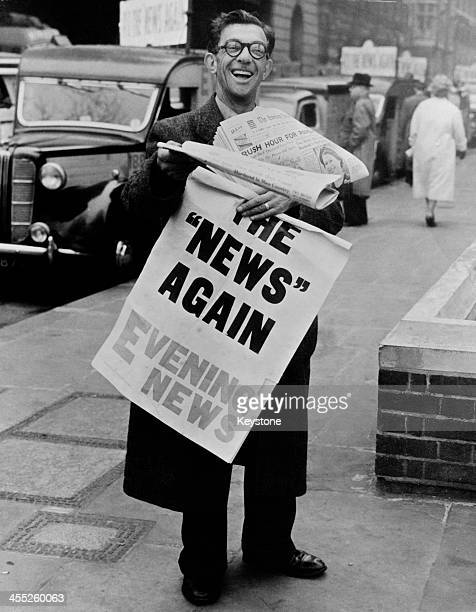 Newspaper vendor with copies of the Evening News after the Fleet Street strike, London, 21st April 1955.