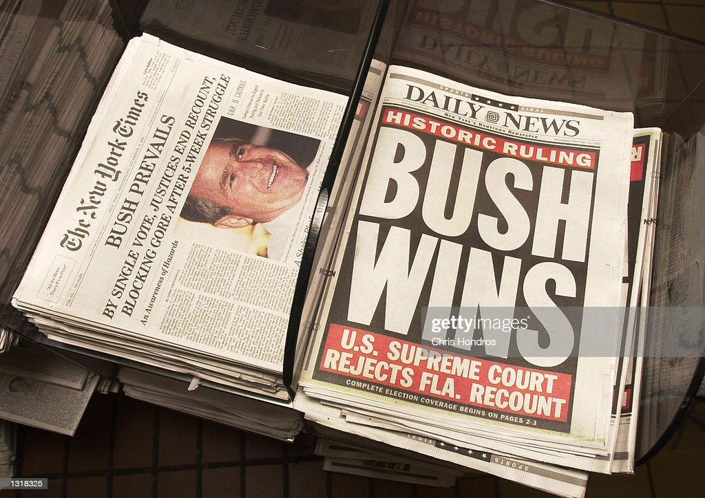 Newspapers Give the Results of the U.S. Supreme Court''s Decision : News Photo