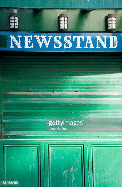 newsstand, new york city - news stand stock pictures, royalty-free photos & images