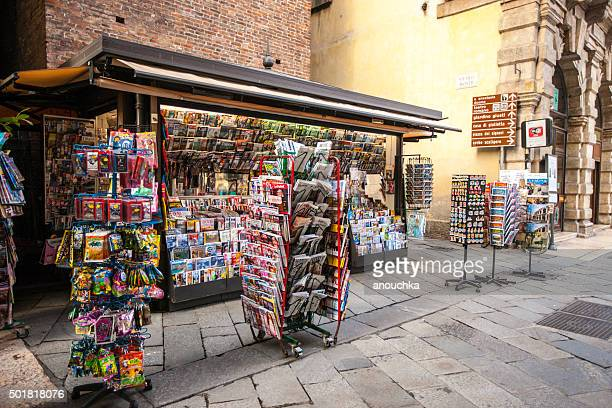 Zeitungskiosk auf der Straße in Verona, Italien
