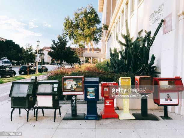 newsstands on the road - pasadena california stock pictures, royalty-free photos & images