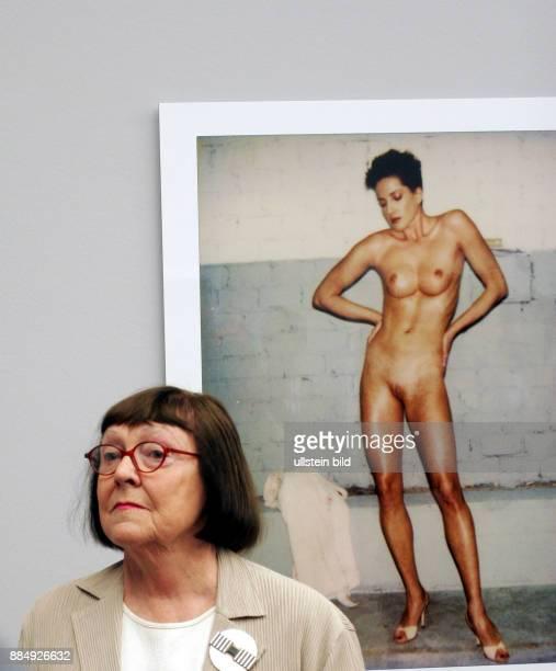 Newton June Fotografin USA Eroeffnung der Ausstellung 'Helmut Newton Polaroids' im Museum fuer Fotografie in Berlin
