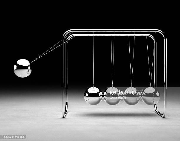 Newton's cradle (Digital)