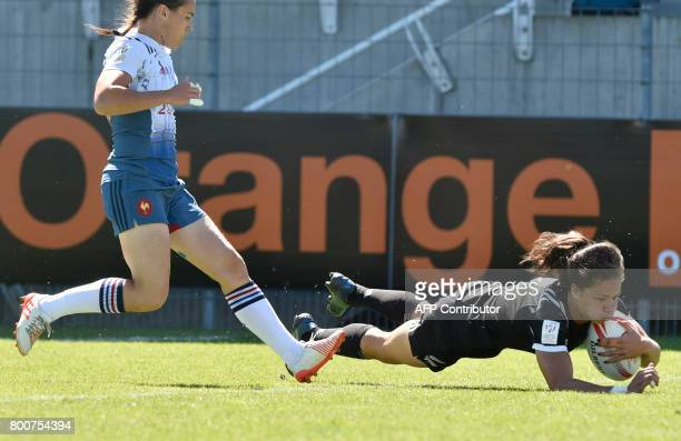 NewZealand's Ruby Tui scores a try during the Women's rugby 7 World series semifinal match France versus New Zealand on June 25 2017 at the Montpied...