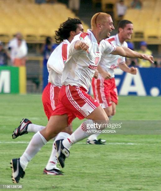 Nexaca's forward Cristiano Montesinos celebrates after scoring his team's first goal against England's Manchester United 06 January 2000 in Rio de...