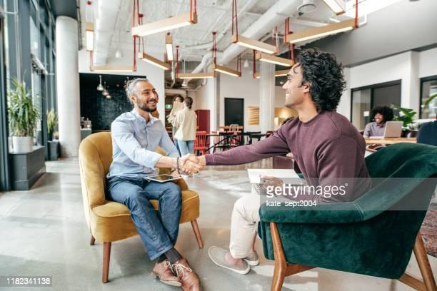 werving van de volgende generatie - interview stockfoto's en -beelden