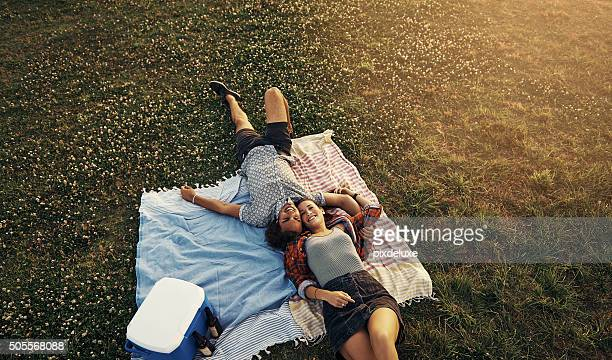 next to you is the only place for me - picknick stockfoto's en -beelden