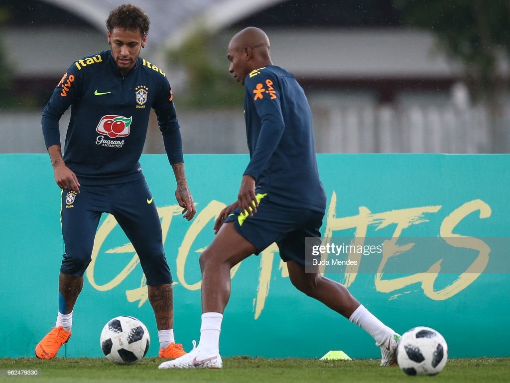 Neymar (L) and Fernandinho in action during a training session of the Brazilian national football team at the squad's Granja Comary training complex on May 25, 2018 in Teresopolis, Brazil.