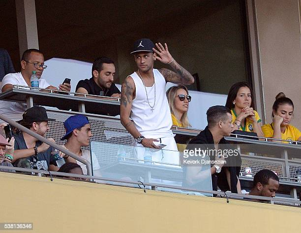 Neymar Jr #10 of Brazil attends the 2016 Copa America Centenario Group B match between Brazil and Ecuador at the Rose Bowl on June 4 2016 in Pasadena...
