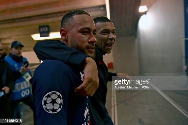 Neymar Jr and Kylian Mbappe of Paris SaintGermain celebrate victory 20 over Borussia Dortmund during the UEFA Champions League round of 16 second leg...