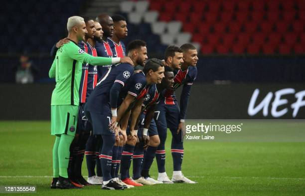 Neymar Jr and Kylian Mbappe of Paris SaintGermain pose with teammattes before the UEFA Champions League Group H stage match between Paris...
