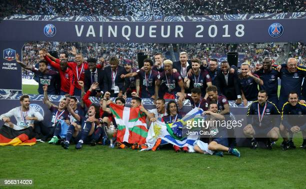 Neymar Jr and teammates of Team PSG celebrate the victory following the French Cup final between Les Herbiers VF and Paris SaintGermain at Stade de...