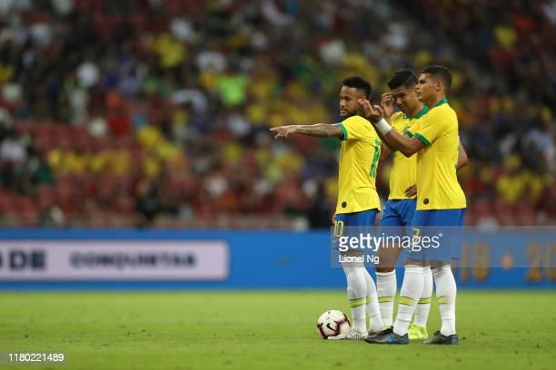 Neymar Jr, Casemiro and Thiago Silva of Brazil discuss tactics at a set piece during the international friendly match between Brazil and Senegal at...