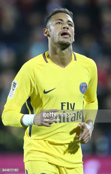 Neymar Jr celebrates his goal during the French Ligue 1 match between FC Metz and Paris Saint Germain at Stade SaintSymphorien on September 9 2017 in...