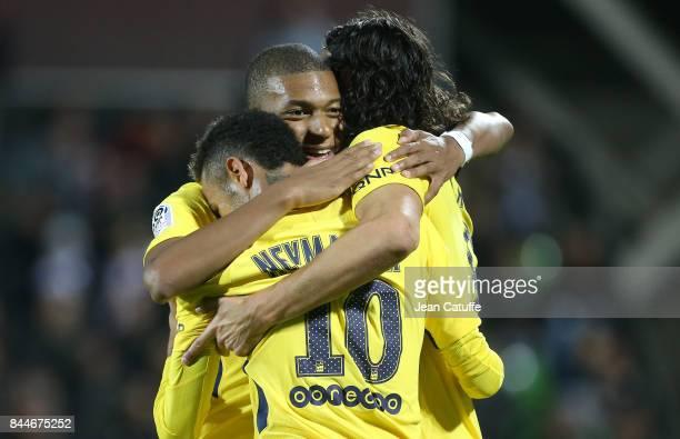 Neymar Jr celebrates his goal with Kylian Mbappe Edinson Cavani during the French Ligue 1 match between FC Metz and Paris Saint Germain at Stade...