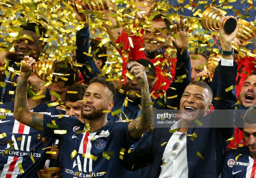 Paris Saint Germain  V Olympique Lyonnais - French League Cup Final : Fotografía de noticias