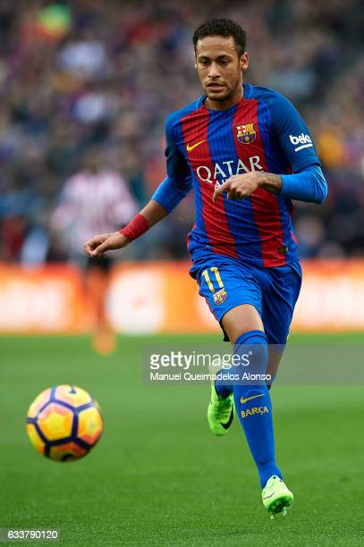 Neymar JR of Barcelona runs with the ball during the La Liga match between FC Barcelona and Athletic Club at Camp Nou Stadium on February 4 2017 in...