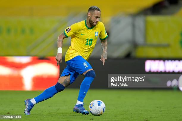 Neymar Jr. Of Brazil controls the ball during a match between Brazil and Peru as part of South American Qualifiers for Qatar 2022 at Arena Pernambuco...
